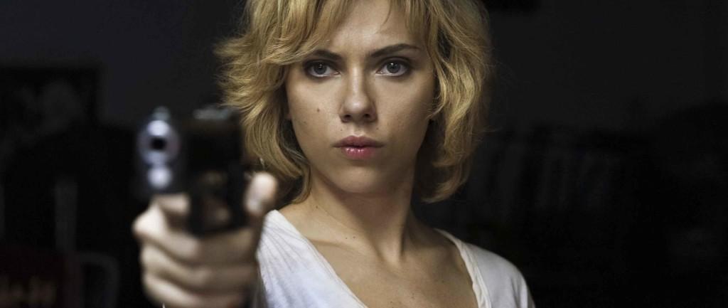 Lucy-Scarlett-Johansson-gun